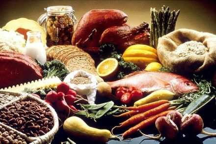 A healthy diet consisting of fiber can help suppress your appetite. Herbal teas can be added to curb your hunger pains.