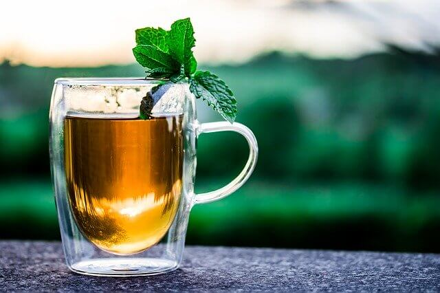 Green tea is usually steeped for 1-3 minutes at a cooler temperature compared to black tea. Home remedies for blackheads mask involve green tea.